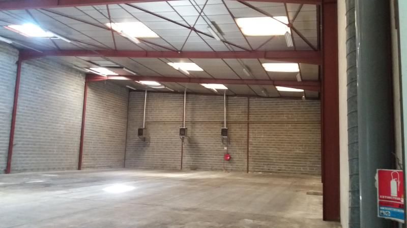 LOCAL INDUST. / ACTIVITES AMILLY - 1390 m2 9/10