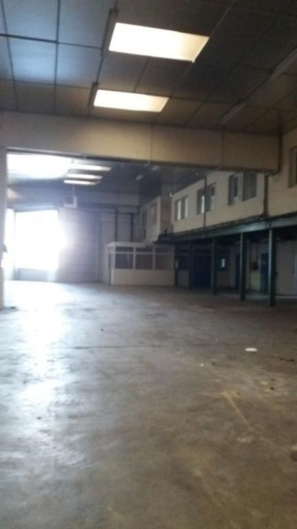 LOCAL INDUST. / ACTIVITES AMILLY - 1180 m2 3/10